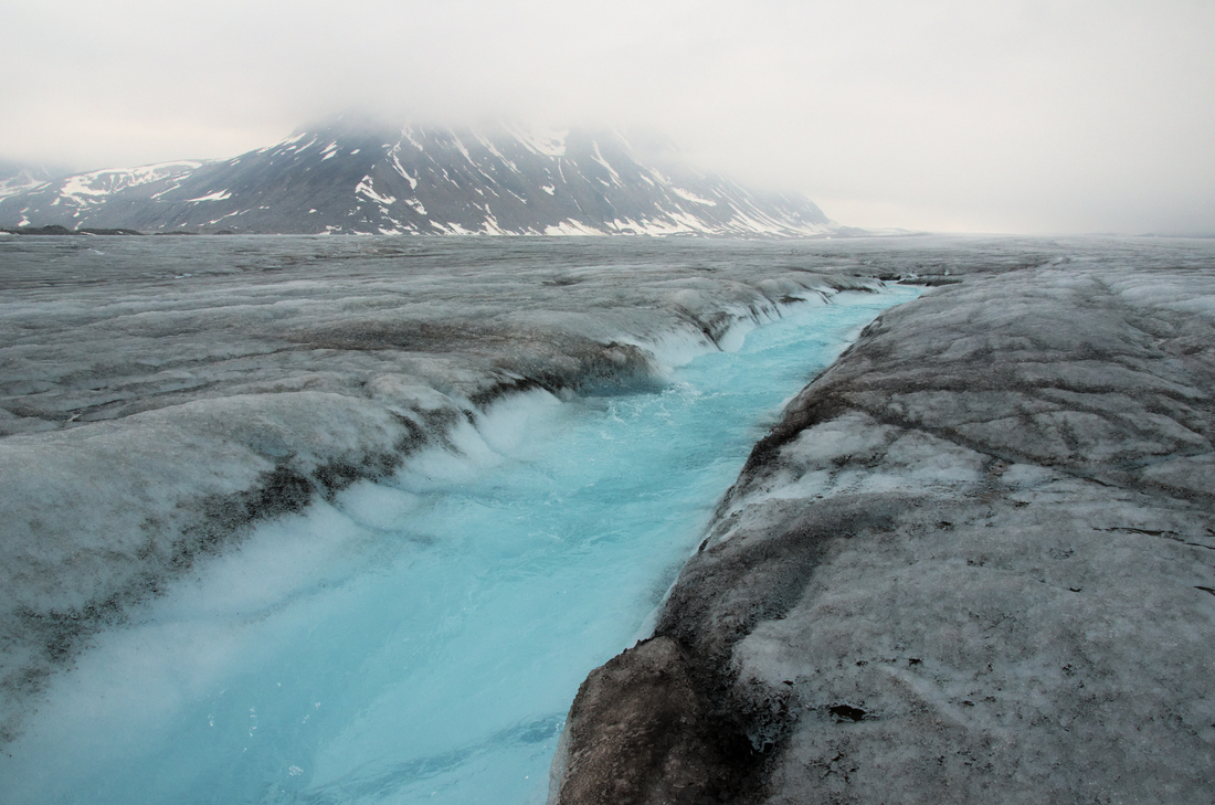 For this excursion we needed to cross the glacier to the northern margin. There were a few streams to cross, but not quite as swollen as the days before.