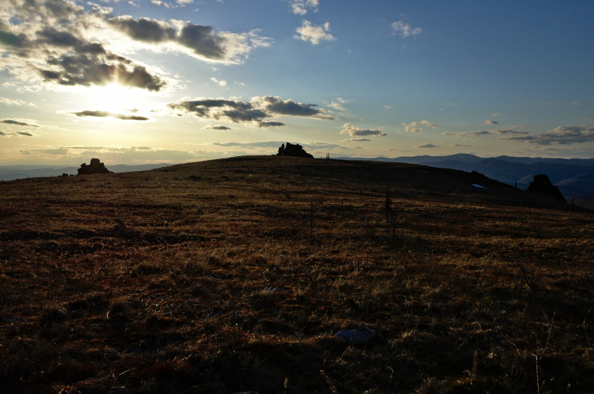 Still more than an hour until sunset - our campsite is under the leftmost tor